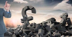 Łamany betonu kamień z pieniądze funta symbolem i biznesmen w pejzażu miejskim Fotografia Stock