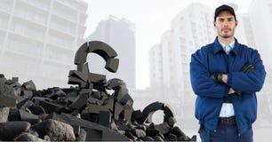 Łamany betonu kamień z pieniądze funta symbolem i mężczyzna w pejzażu miejskim Obraz Royalty Free