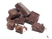 Łamany czekoladowy bar na białym tle Zdjęcia Royalty Free