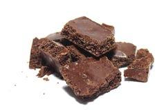 Łamany czekoladowy bar na białym tle Fotografia Stock