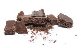 Łamany czekoladowy bar na białym tle Obrazy Stock