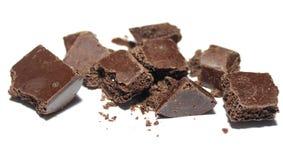 Łamany czekoladowy bar na białym tle Fotografia Royalty Free