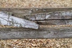 Łamany drewna ogrodzenie depeszujący wpólnie Zdjęcie Royalty Free