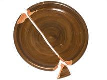 Łamany gliniany naczynie pojedynczy białe tło obraz stock