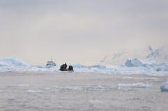 Łamany lód i łódź Zdjęcie Royalty Free
