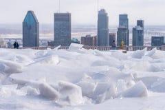 Łamany lód po marznięcie deszczu i Montreal linii horyzontu obrazy royalty free