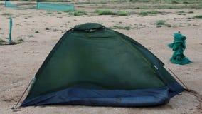 Łamany namiot przy plażą zdjęcie wideo