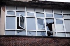 Łamany okno w zakończeniu up zdjęcie stock