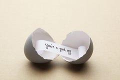 Łamany otwarty jajko z tobą jest dobrym jajecznym wiadomością inside Obrazy Royalty Free