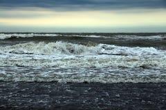Łamany plażowy parasol w morzu Obraz Royalty Free