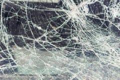Łamany samochodowy okno, wypadek na drodze Bezpieczny ruch zdjęcia stock