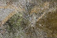 Łamany samochodowy okno, wypadek na drodze Bezpieczny ruch obraz stock