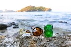 Łamany szkło na plaży Fotografia Royalty Free
