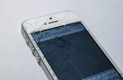 Łamany telefonu ekran odizolowywający obraz stock