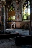 Łamany witraż Windows & Załamywać się podłoga Nowy Jork - Zaniechany kościół - Zdjęcia Royalty Free