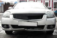 Łamany zderzak wymagający w wypadku samochód, Fotografia Stock