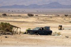 Łamany zmrok - błękitny samochód bez kół Obraz Royalty Free