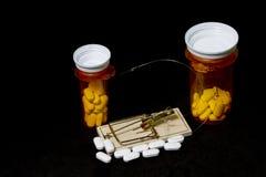 Łapać w pułapkę Na lek na receptę Z Czarnym tłem Zdjęcia Stock