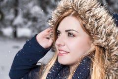 Łapiący płatki śniegu Zdjęcia Royalty Free