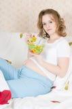 łasowania łóżkowy kobieta w ciąży zdjęcie royalty free