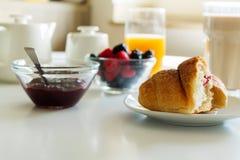 Łasowania croissant kawowa kawa zdjęcia royalty free