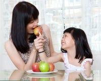 Łasowania jabłko zdjęcia stock