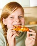 łasowania pizzy nastolatek Zdjęcia Stock