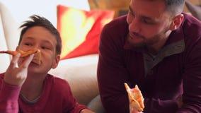 łasowania rodziny pizza zbiory wideo