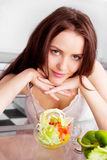 łasowania sałatki kobieta Fotografia Royalty Free