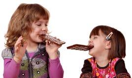 łasowanie czekoladowe dziewczyny trochę dwa zdjęcie stock