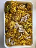 Łasowanie ryż z kurczakiem przy pracą obraz stock