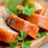Łatwe kurczak rolki Faszerować kurczak rolki na drewnianej desce Domowej roboty kurczaka lunchu mięso zbliżenie Obrazy Royalty Free