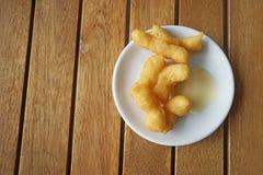 Łatwy śniadanie rozdający na bielu talerzu zdjęcie stock