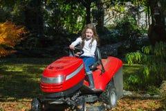 Łatwy jeżdżenie agrimotor młodą dziewczyną Obraz Stock