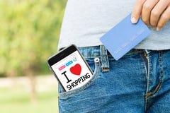Łatwy zakupy z telefonem i kredytową kartą online fotografia stock
