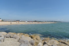 Ławica plaża z plażowymi budami Zdjęcie Stock