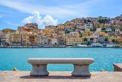 Ławka na nadbrzeżu w Porto Santo Stefano, Argentario, Tuscany, I Obrazy Stock