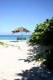 ławka plażowy parasol zdjęcie stock