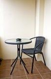 Ławka Przeciw pustej ścianie. Zdjęcie Stock