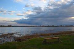 Ławka przed Volga rzeką Zdjęcie Royalty Free