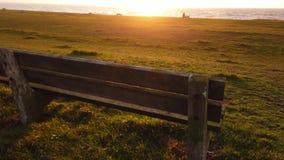 Ławka przy linią brzegową Irlandzki morze zbiory