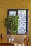 Ławka przy okno zdjęcie stock