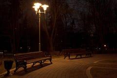 Ławka w świetle lampionu Fotografia Stock
