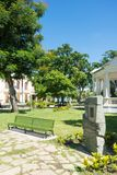 Ławka w Leoncio Vidal parku, Santa Clara, Kuba zdjęcia royalty free