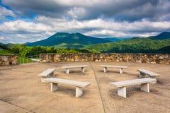 Ławki i widoki Appalachian góry od Łysego Mountai Obrazy Stock