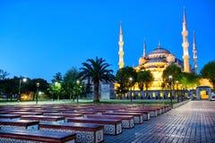 Ławki przed meczetem sułtan Ahmet (Błękitny meczet) Zdjęcie Royalty Free
