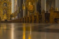 Ławki w kościół katolickim w Germany obraz stock