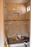 łazienka przemodelowywa prysznic płytkę zdjęcia royalty free