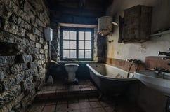 łazienka w domu jeziorem obraz stock