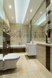 Łazienka w małym mieszkaniu zdjęcie stock